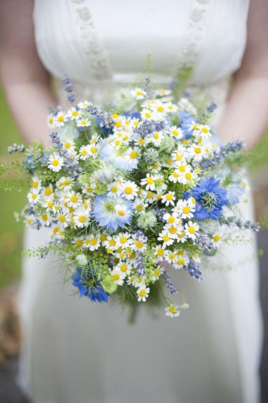 Matrimonio a tema margherite: bouquet margherite fiori campo
