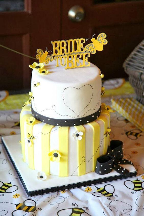 Matrimonio dolci come il miele: torta con pasta zucchero