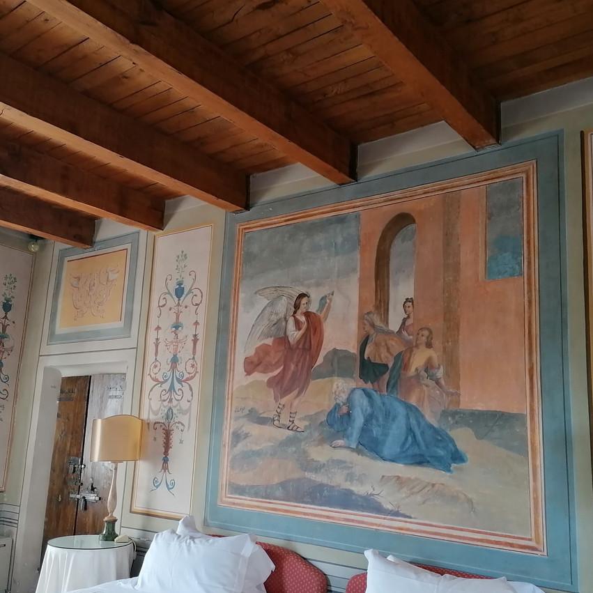 Palazzo Viviani a Montegridolfo camera patronale con affreschi murali