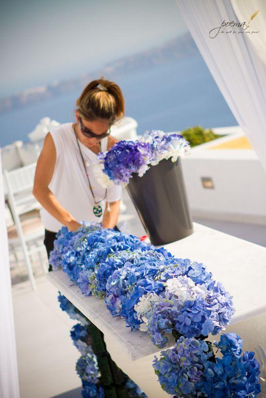 FLOWER DESIGNER A LAVORO - SANTORINI WEDDING