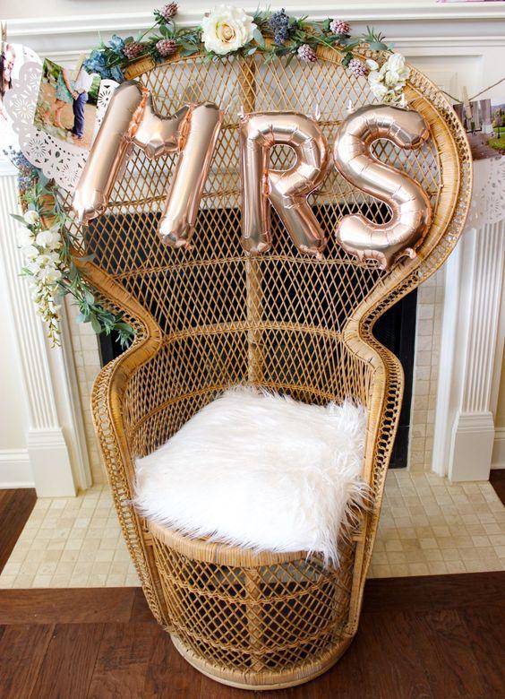 10 Idee regalo di Natale per la sposa: Sedia in rattan per sposa