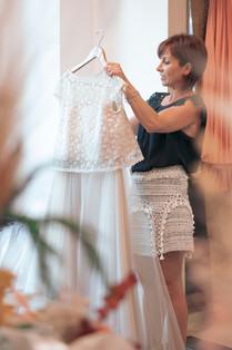 Bianca Collezione Milano stilista prende abito da sposa
