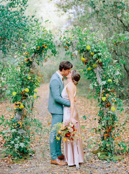 Micro Wedding sposi che si baciano