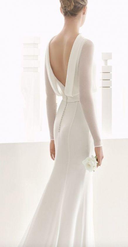 Matrimonio in stile minimal chic: abito sposa con maniche lunghe trasparenti