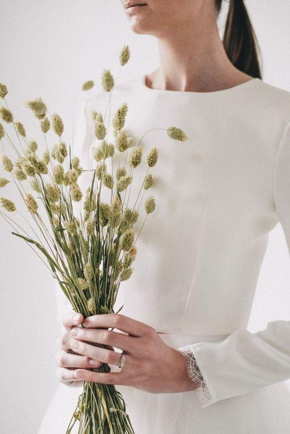 Matrimonio in stile minimal chic: bouquet con spighe
