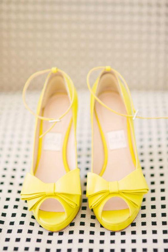 Matrimonio dolci come il miele: scarpe sposa gialle