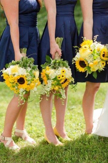 In blu con bouquet di girasoli