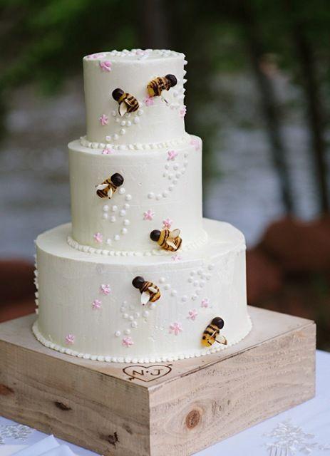 Matrimonio dolci come il miele: torta 3 piani con api