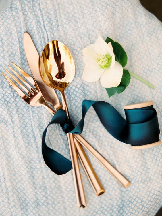MISE EN PLACE IN BRONZO BY STYLE ME PRETTY