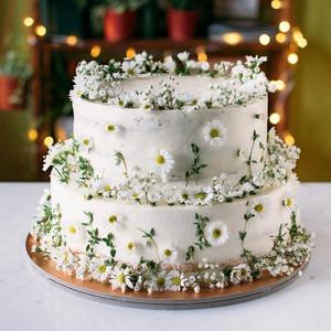 Matrimonio a tema margherite: torta pasta di zucchero