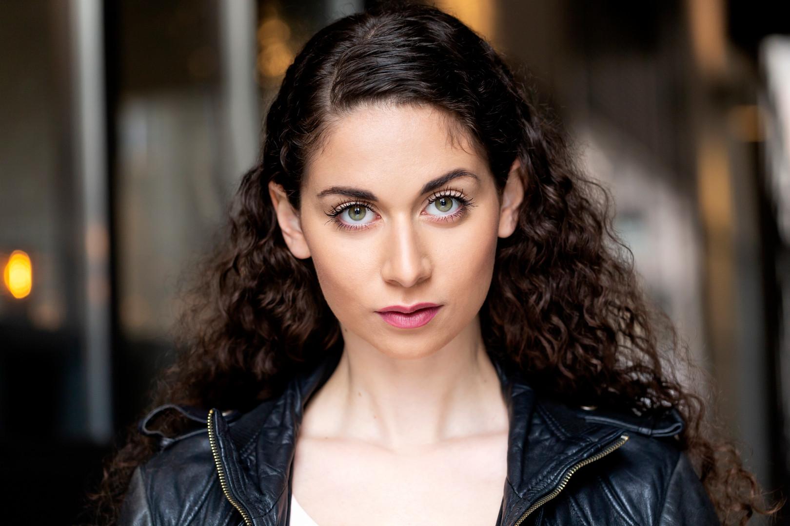 Rebecca Ozer Headshot