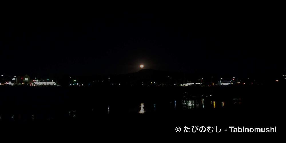 鴨川から望む満月/ Full moon from Kamo river