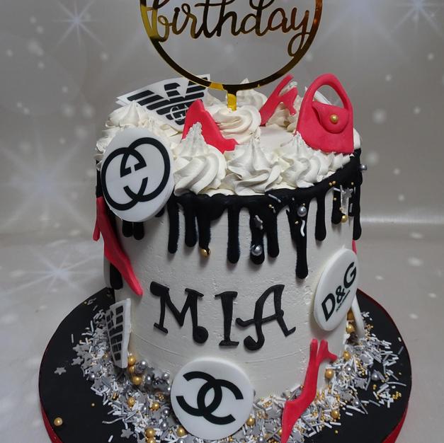 Logos drip Cake