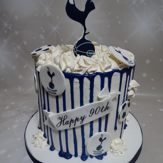 Football Themed Drip Cake 2