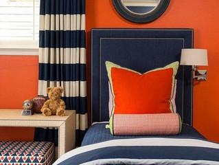 Оранжевый и синий в дизайне интерьера: контрастное решение для пасмурных дней