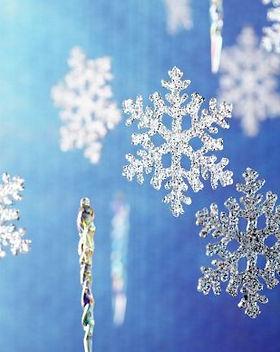 Snowflake-Wallpaper-HD-620x388.jpg