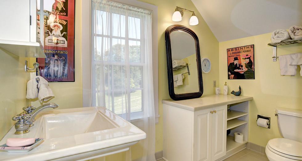 Full Bath off Bedroom #5