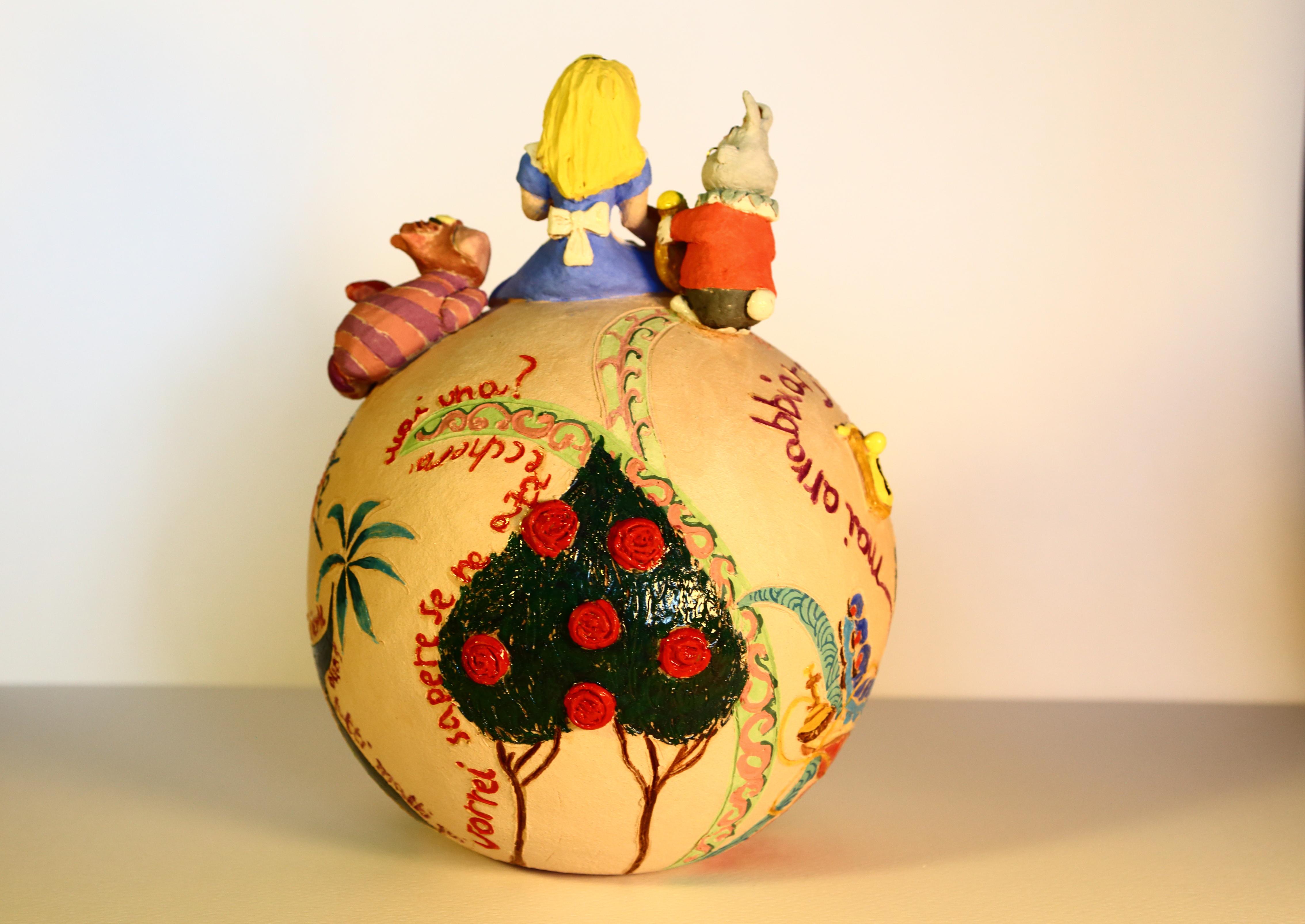 Alice sulla palla delle meraviglie.