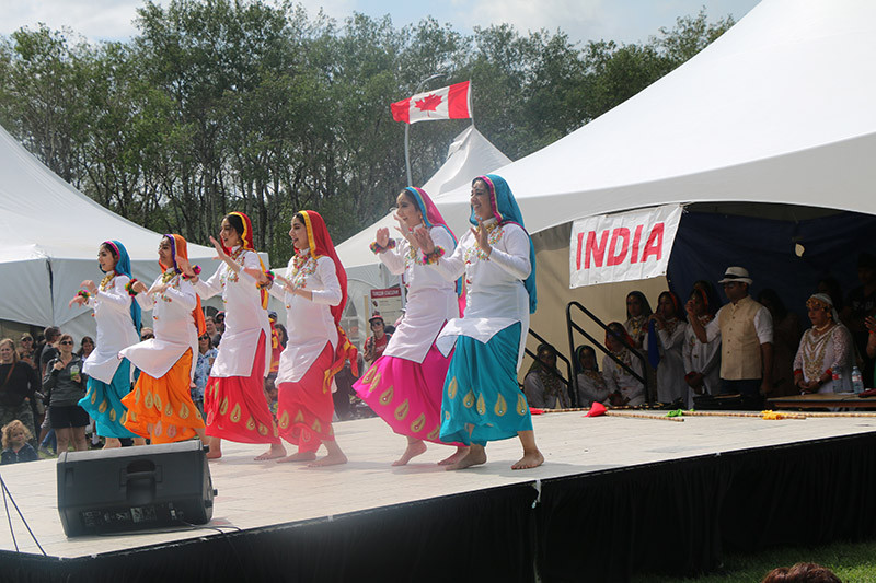 India Dancers 3_1200.jpg