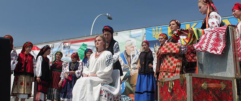 2018-Ukrainian wedding tradition-1200.jp