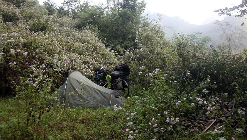 Stealth camping, Laos