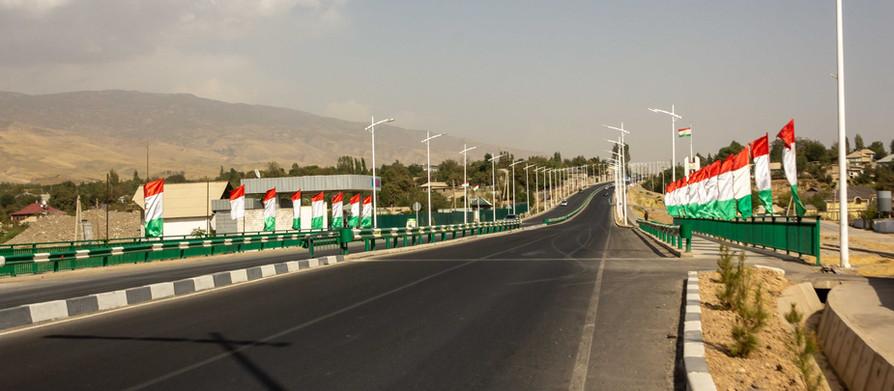 Entering Tajikistan. I survived the madness of Uzbekistan!