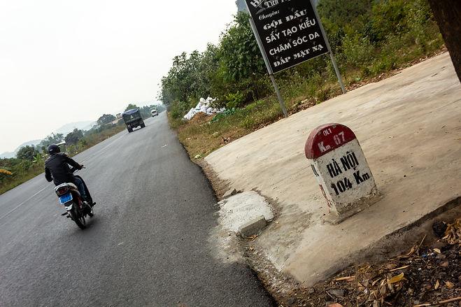 Hanoi road distance marker