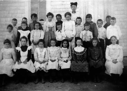 1904 school phototraph of Tweedside School