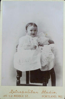 Cabinet Card photograph of unidentified infant subject