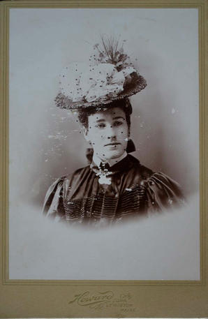 cabinet card of unidentied subject