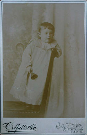 Cabinet Card photograph of unidentified toddler subject