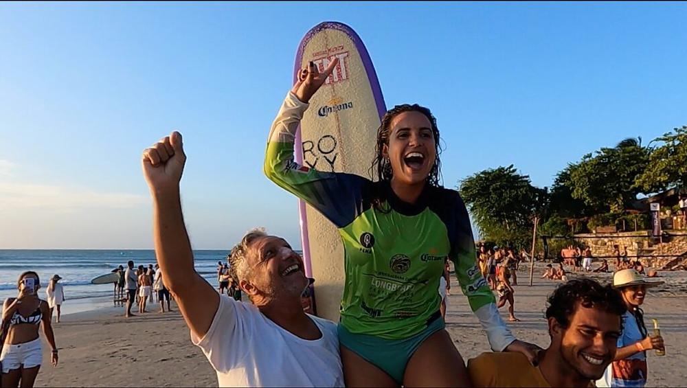 Chloe Calmon, bicampeã nacional de longboard profissional