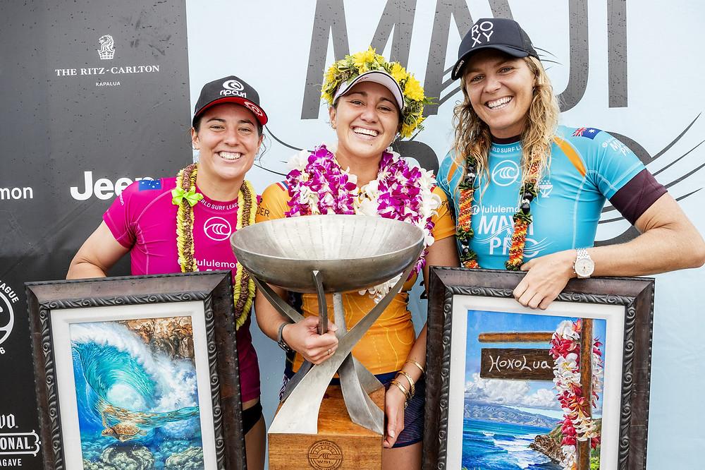 Tyler Wright, Cairssa Moore e Stephanie Gilmore na premiação do Maui Pro 2019