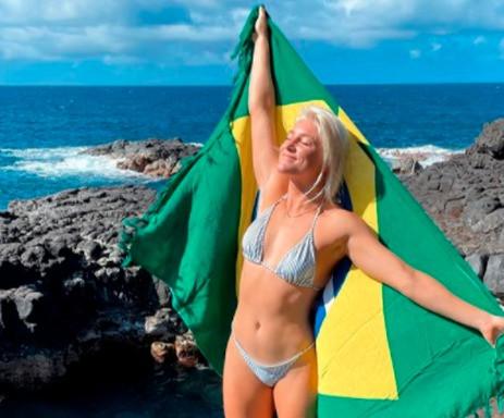 Tati Weston-Webb representa o Brasil no Finals Day em Trestles