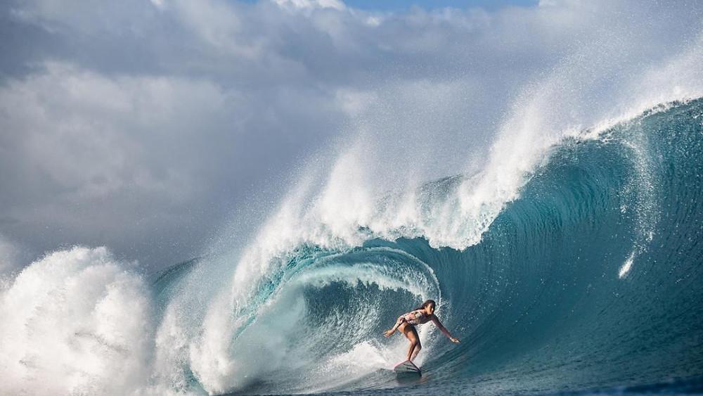 Surfista taitiana Vahine Fierro