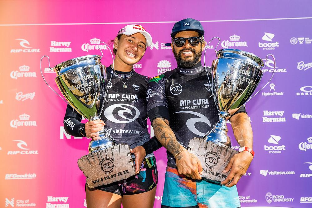 Carissa Moore e Italo Ferreira, campeões do Rip Curl Newcastle Cup