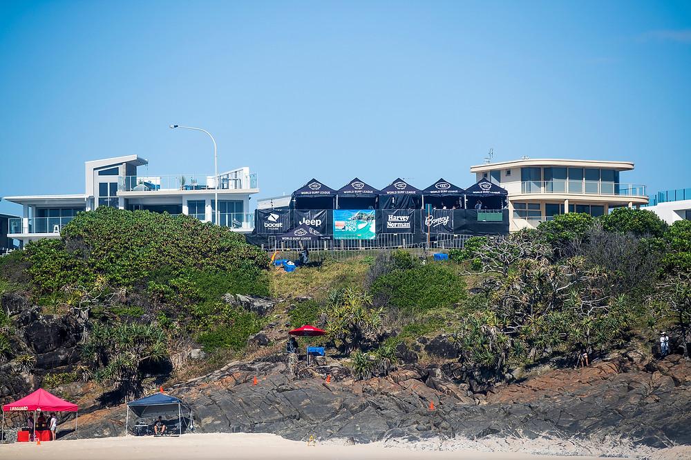 Estrutura do evento sem plateia na praia de Cabarita