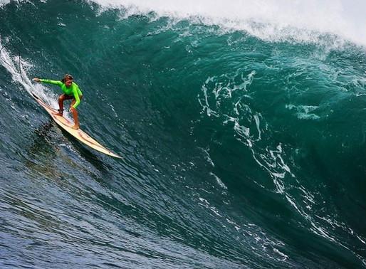 Postagem de marca de roupas de borracha causa revolta entre surfistas mulheres