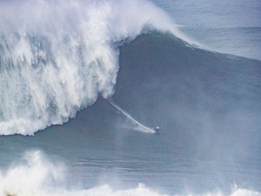 Maya Gabeira é a vencedora do cbdMD Women's XXL Biggest Wave Award e quebra seu recorde mundial
