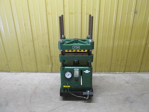 Carver Laboratory Press #2626 Hydraulic Press 4 Post Press 12 Ton Manual Pump
