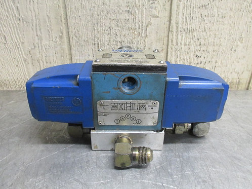 Vickers DG4S4L-016C-B-60 Hydraulic Directional Control Solenoid Valve