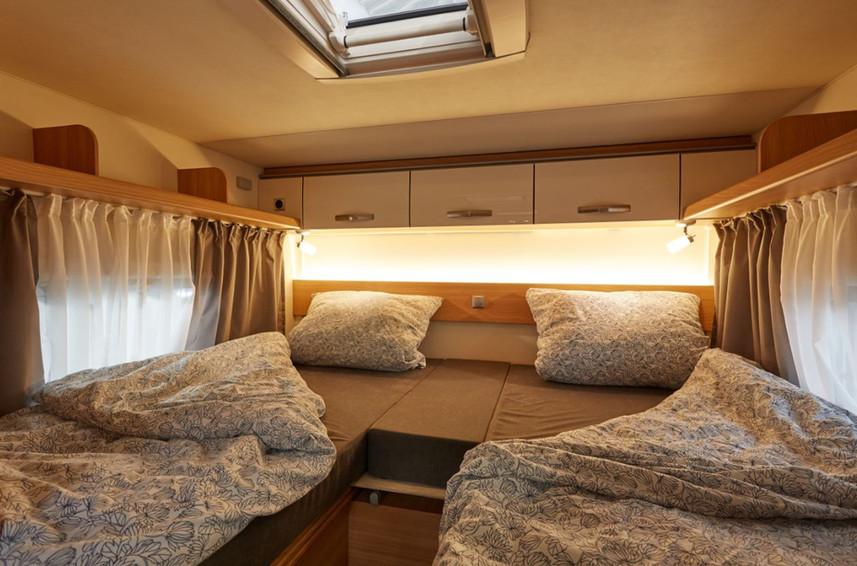 T700 EB-Wohnmobile-Schlafbereich.jpg