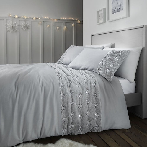 CATHERINE LANSFIELD  Cosy Snowflake King Duvet Cover