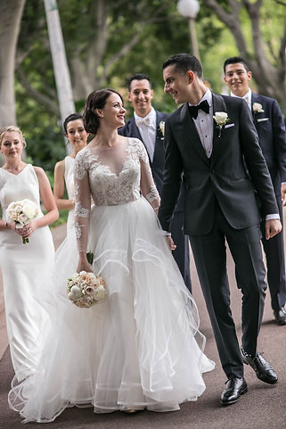 Bride and groom walking in Hyde Park, Sydney. Wedding photgraphy by Sydney wedding photographer Grant Hoskinson Photography.