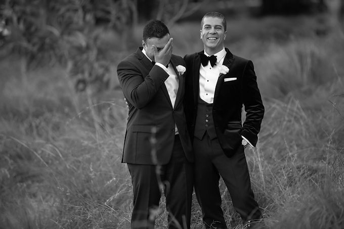 Groom and groomsman during location photos at Centennial Park. Wedding photography by best sydney wedding photographer, Grant Hoskinson Photography.