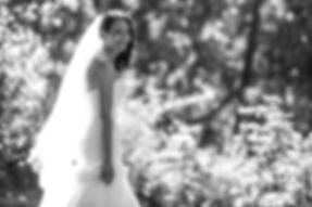 Bride in the botanic gardens, Melbourne.Beautiful wedding photography by popular Sydney wedding photographer, Grant Hoskinson Photography.