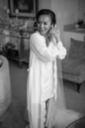 Sydney wedding photographer. Grant Hoskinson Photography. Bride putting on earrings.