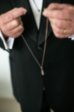 Bride's necklace. Wedding photography by best sydney wedding photographer, Grant Hoskinson Photography.