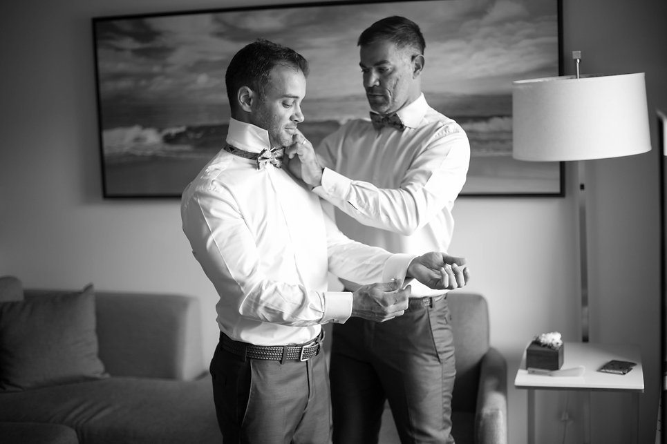 Sydney wedding photographer. Grant Hoskinson Photography. groom and groomsman getting ready.
