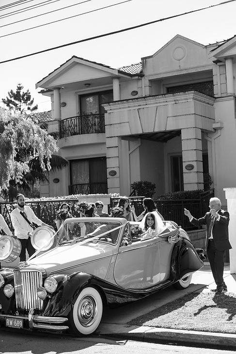 Bride and family leaving home to go to the wedding ceremony. Photography by best Sydney wedding photographer Grant Hoskinson Photography.